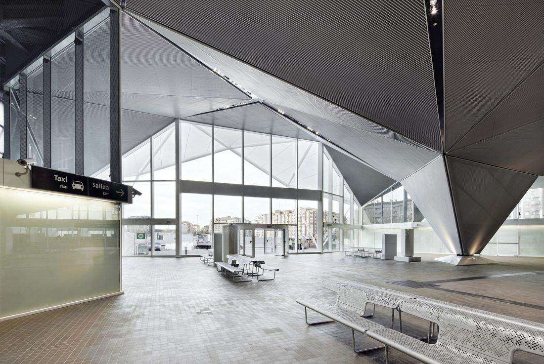 Imagen del interior de la Estación de Tren, vestíbulo. José Hevia, 2011
