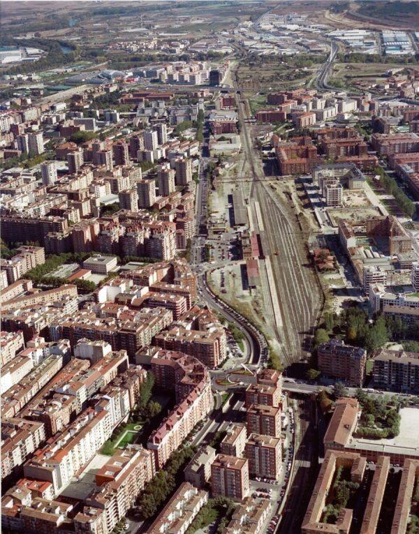 Vista del ferrocarril a su paso por Logroño, 2004