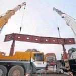 Dos grúas elevan la estructura de 35 toneladas, enero 2018