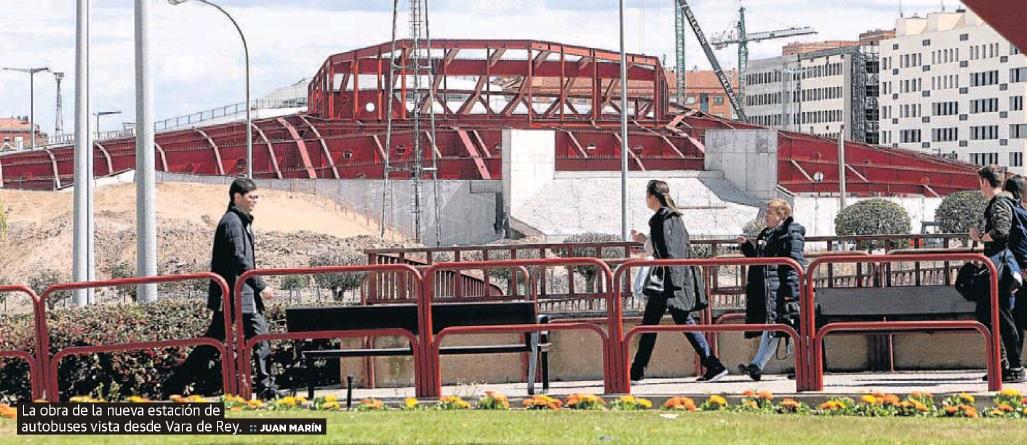 La obra de la nueva estación de autobuses vista desde Vara de Rey. Juan Marín