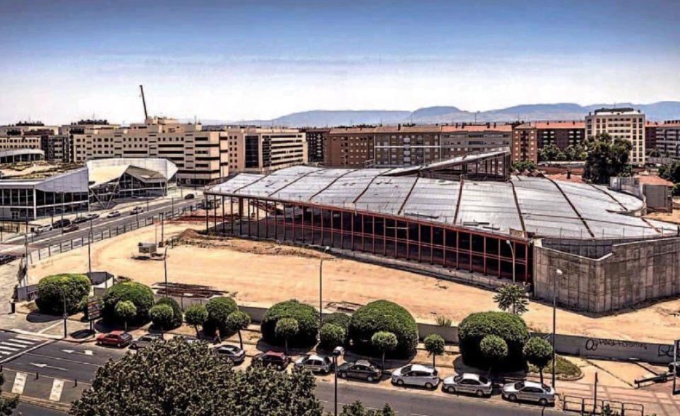 Imagen que muestra el avance de la nueva estación de autobuses y el parecido entre los dos edificios que confomarán la intermodal logroñesa