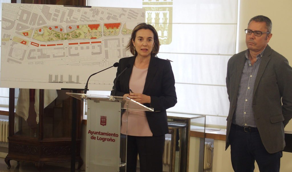 La alcaldesa de Logroño anuncia en rueda de presnsa la aprobación provisional de la Modificación del PERI Ferrocarril, marzo 2019