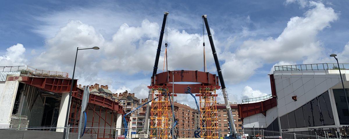 Momento del apoyo de la cúpula en loas cuatro torres de apeo, mayo 2020