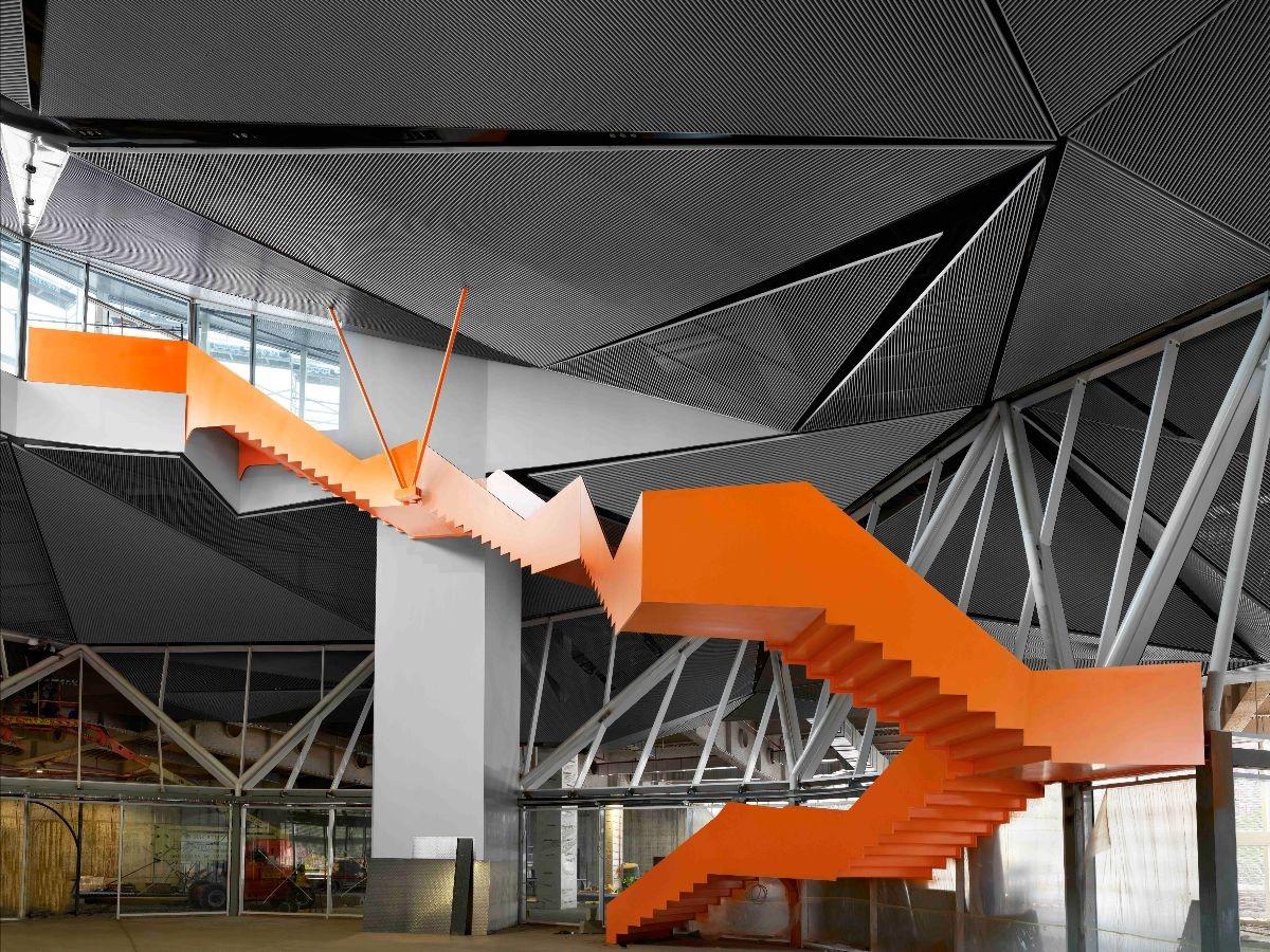 Escalera zigzagueante conecta la Estación de Autobuses con el parque, Jesús Rocandio 2020
